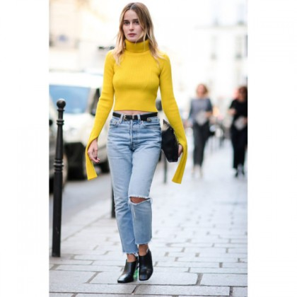 street-style-denim-yellow-sweater-600x600