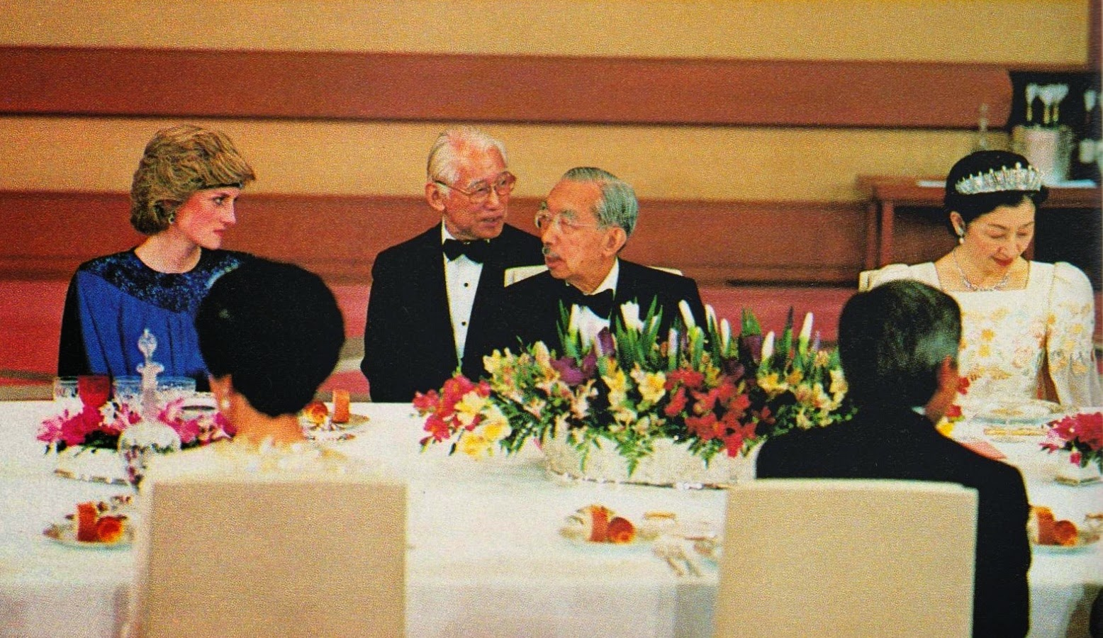 22the dinner-H.R.H. Princess Diana of Wales, H.I.M. Emperor Hirohito of Japan and H.I.H. Crown Princess Michiko of Japan, later Empress of Japan