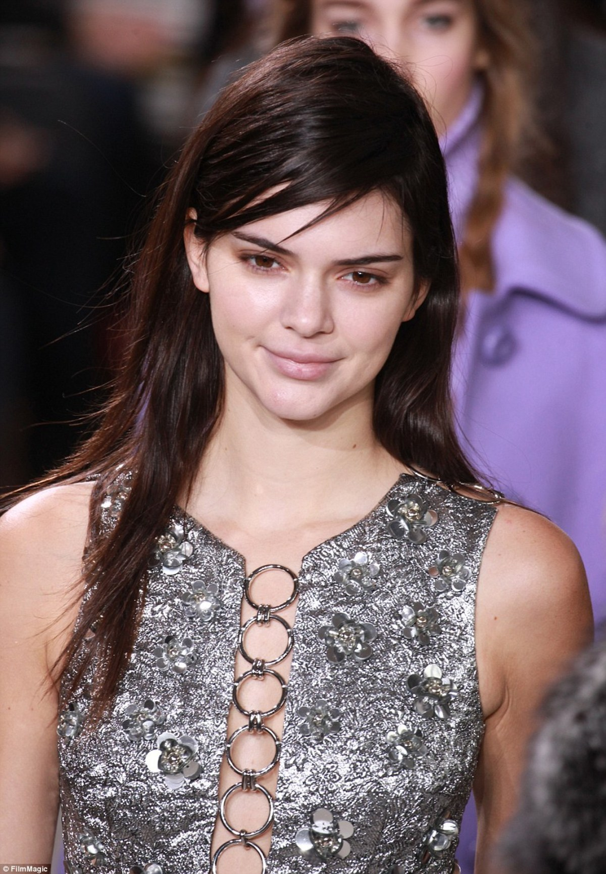315168A400000578-3451309-Daring_Kendall_Jenner_proved_she_is_one_of_the_most_daring_catwa-a-29_1455728039640