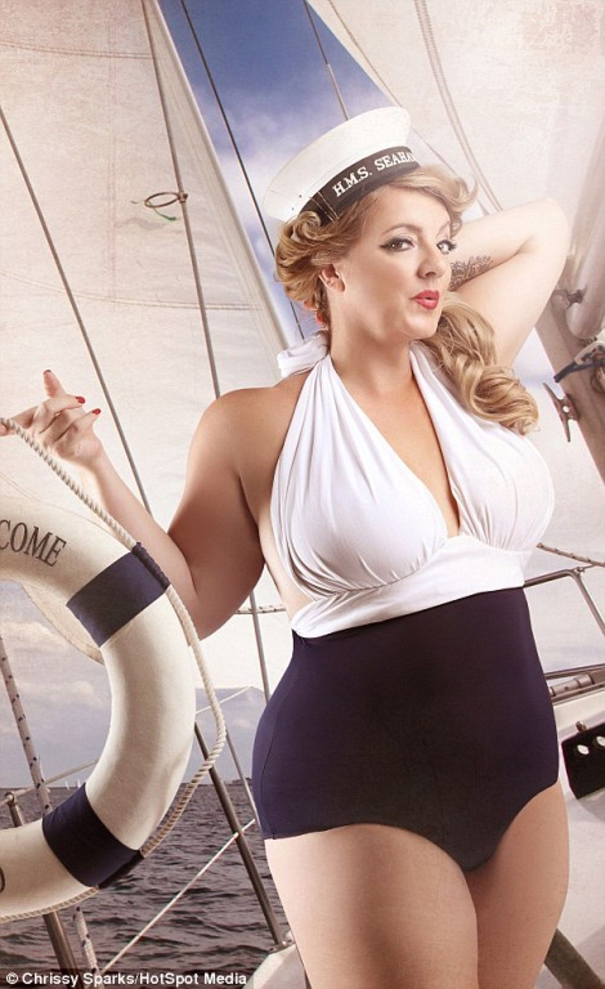 3A43260600000578-3926872-Deb_poses_in_a_swimming_costume_and_sailor_hat_after_her_transfo-a-47_1478862946496