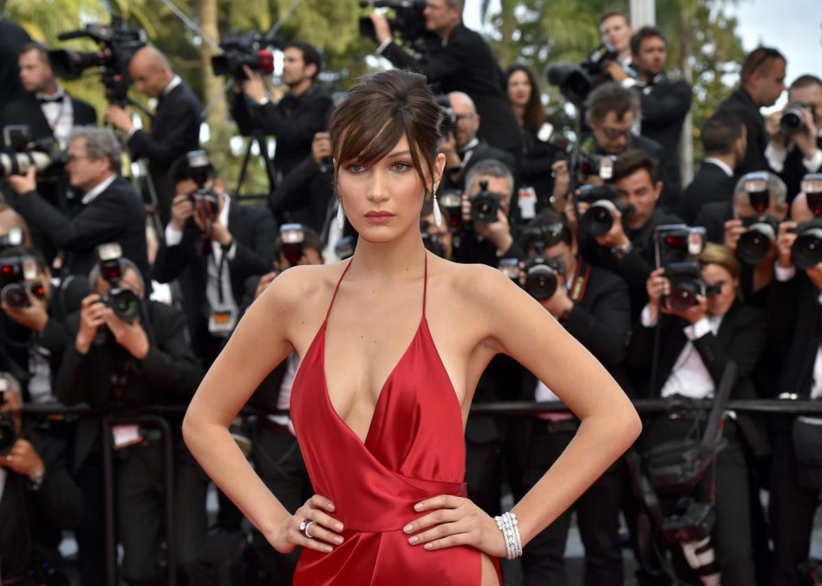 532149862-model-bella-hadid-poses-as-she-arrives-on-may-18-2016.jpg.CROP.promo-xlarge2