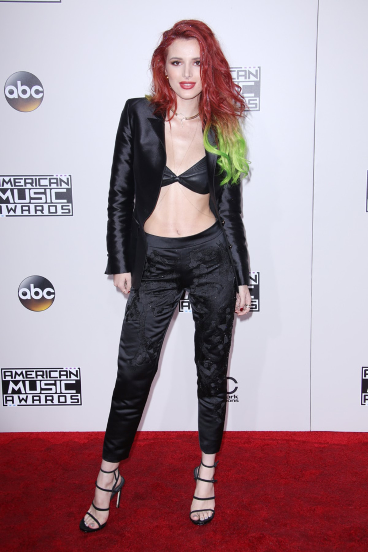 bella-thorne-american-music-awards