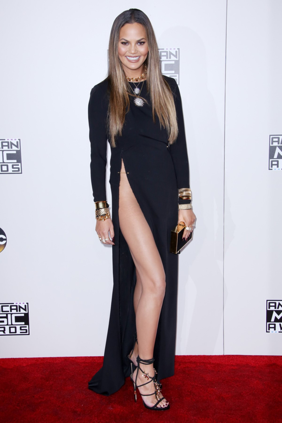 chrissy-teigen-american-music-awards-1