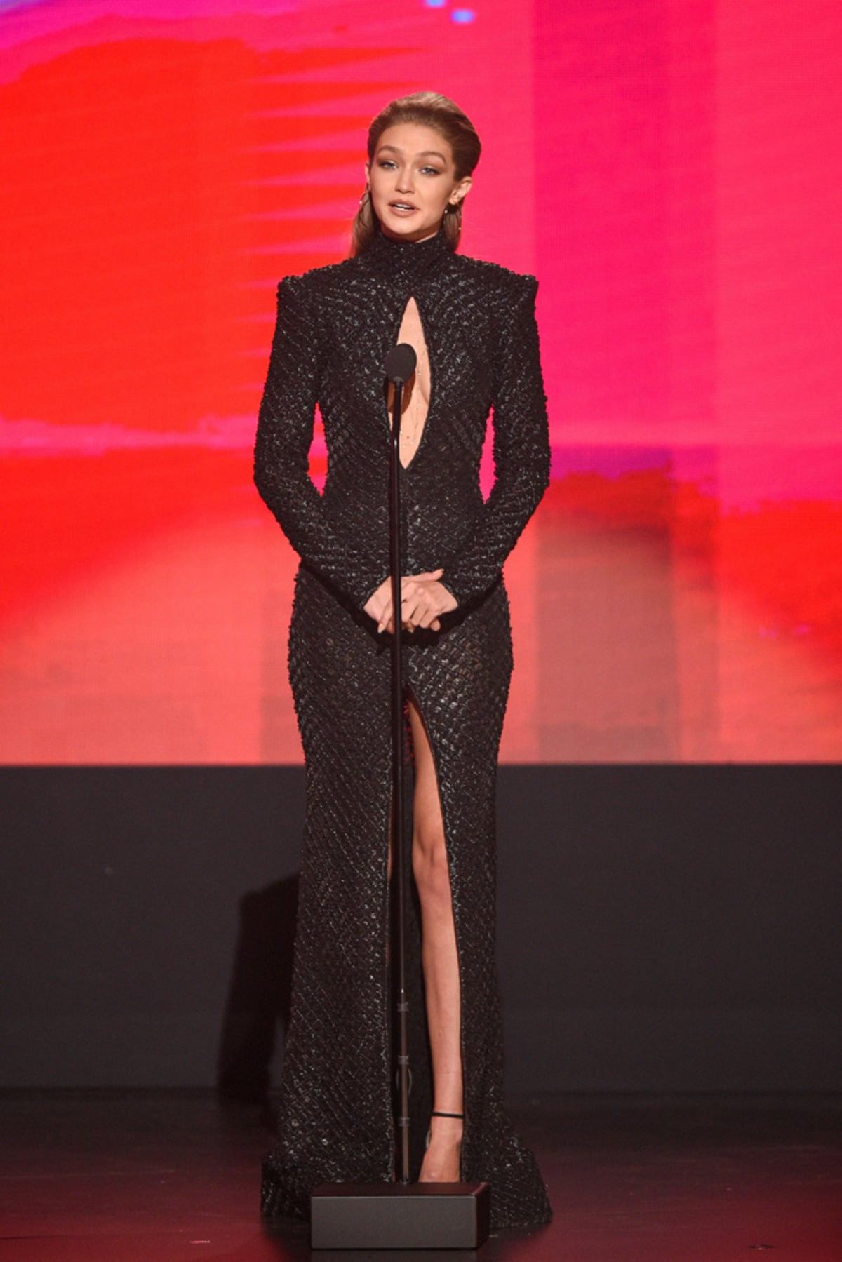 gigi-hadid-american-music-awards-6
