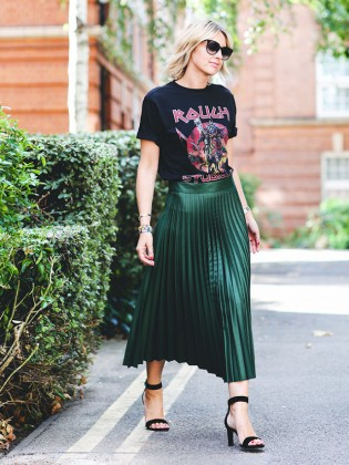how-to-wear-graphic-tees-when-youre-a-grown-up-1956547-1477664671.640x0c