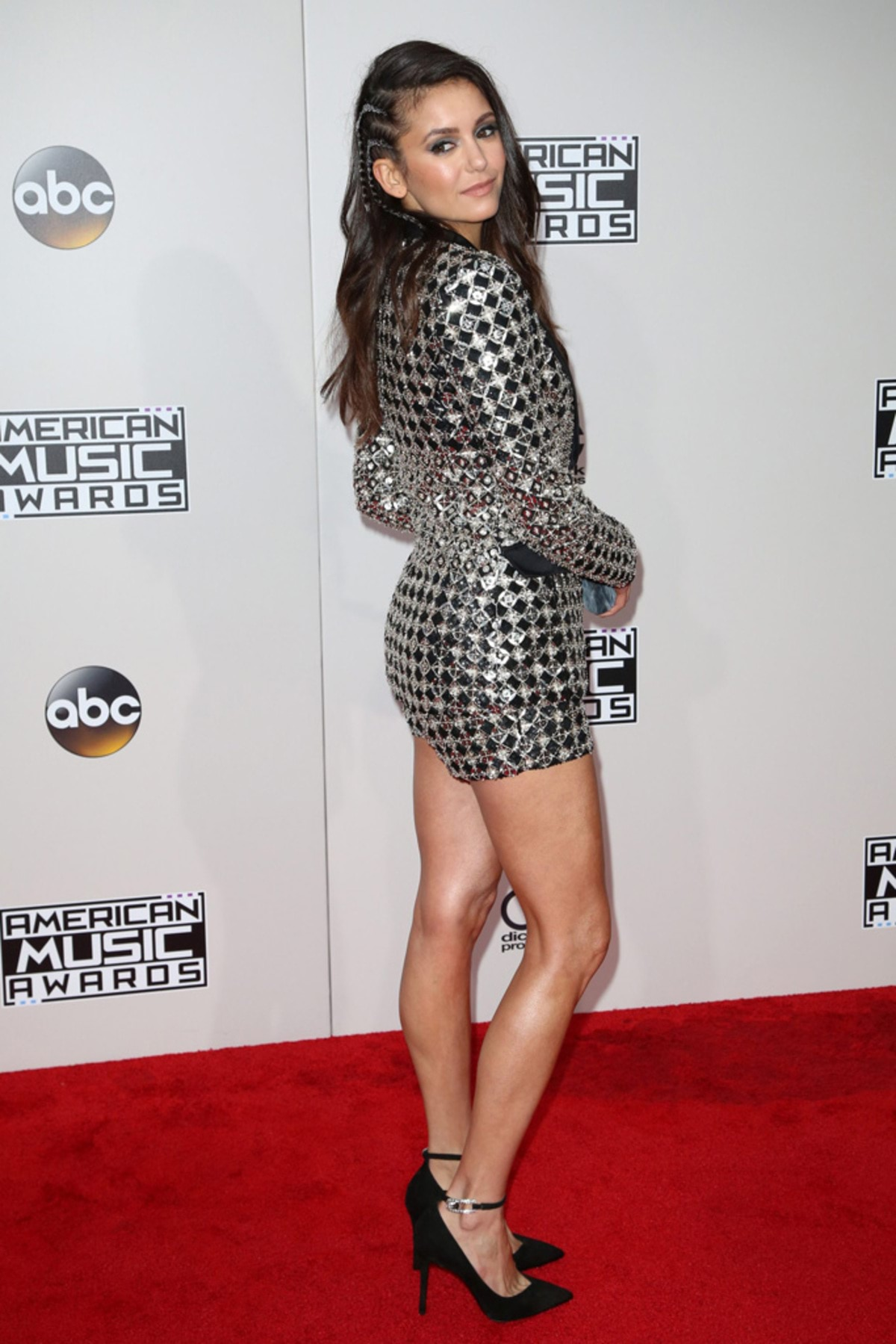 nina-dobrev-american-music-awards