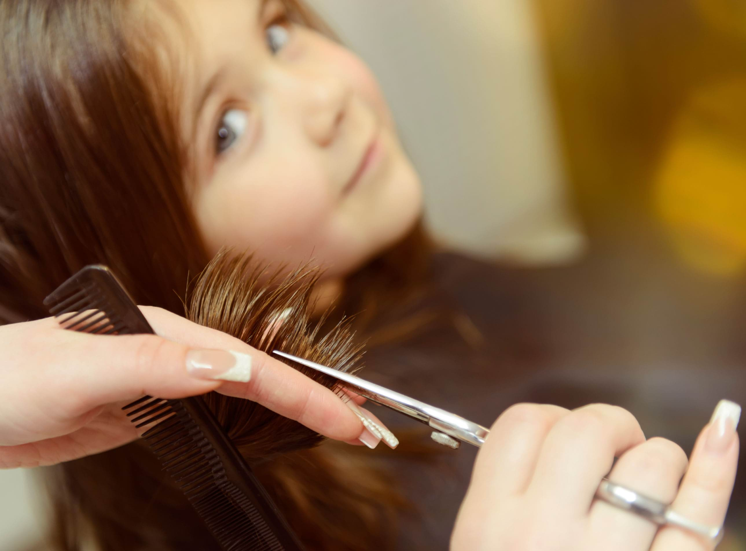 12-13-things-your-hairstylist-wont-tell-you-girls-haircut
