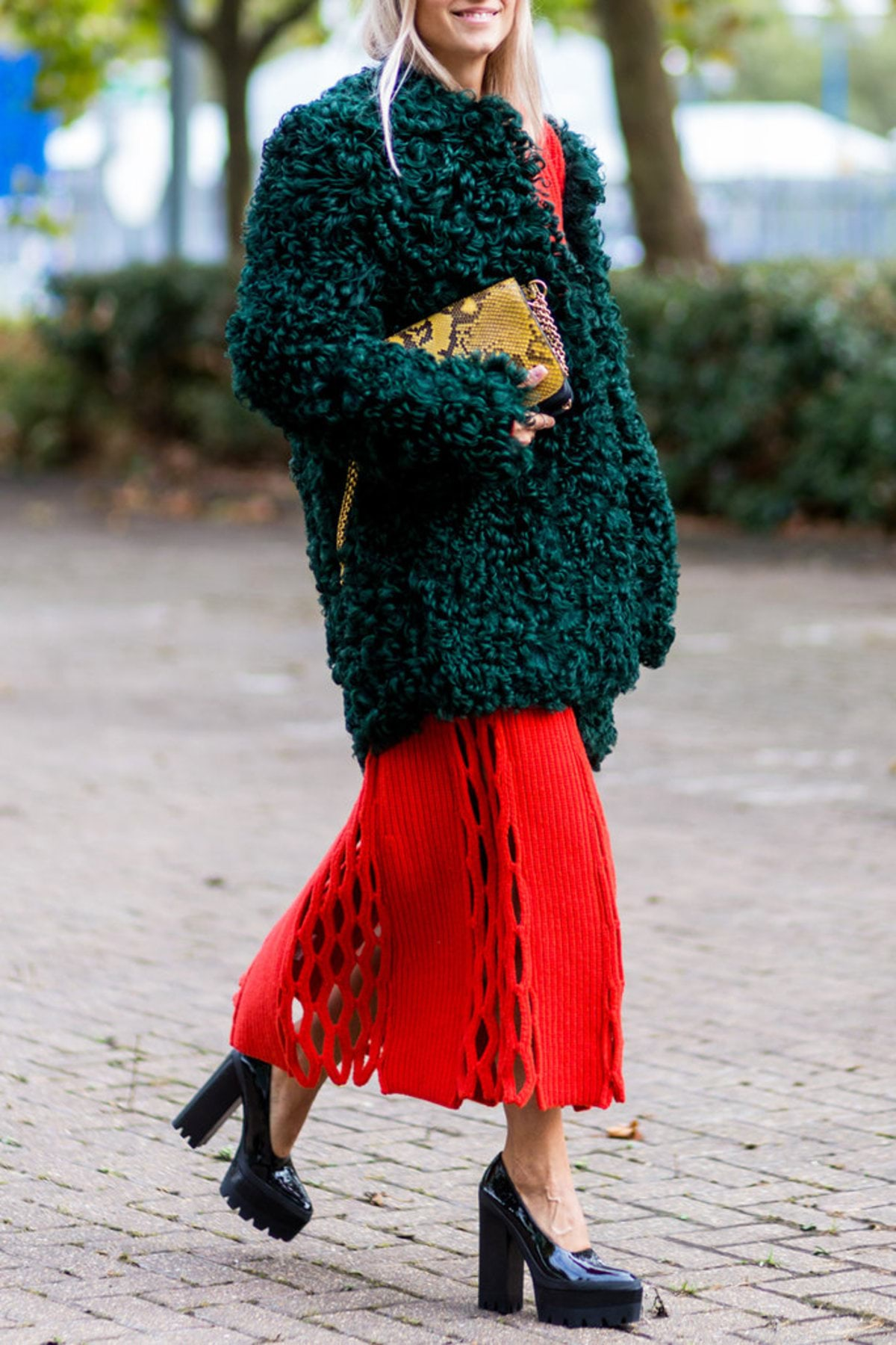 120816-red-green-street-style-11