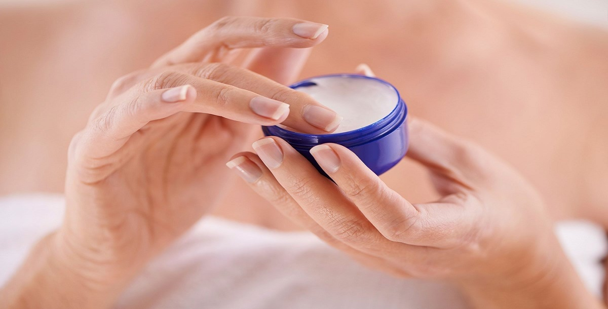 21-petroleum-jelly-uses-moisturizer