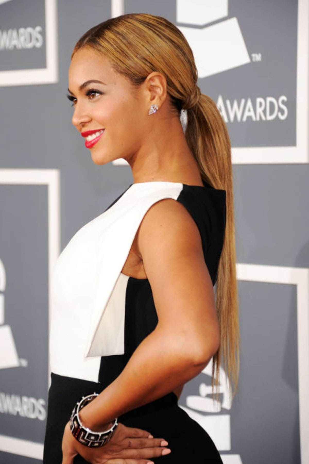 54bd0fa57f120_-_hbz-the-list-ponytails-04-beyonce