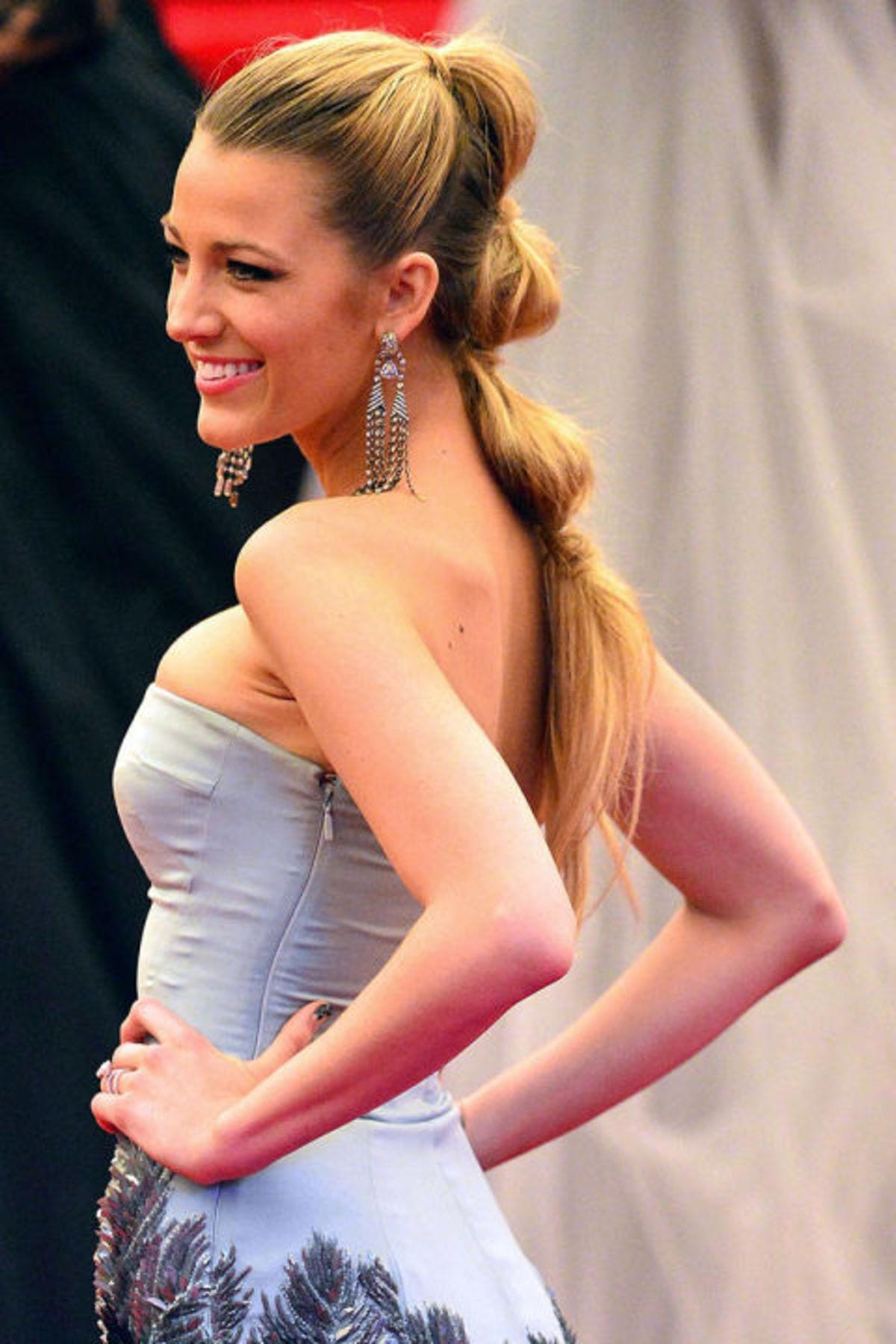 54bd0fa9039df_-_hbz-the-list-ponytails-09-blake-lively-lg