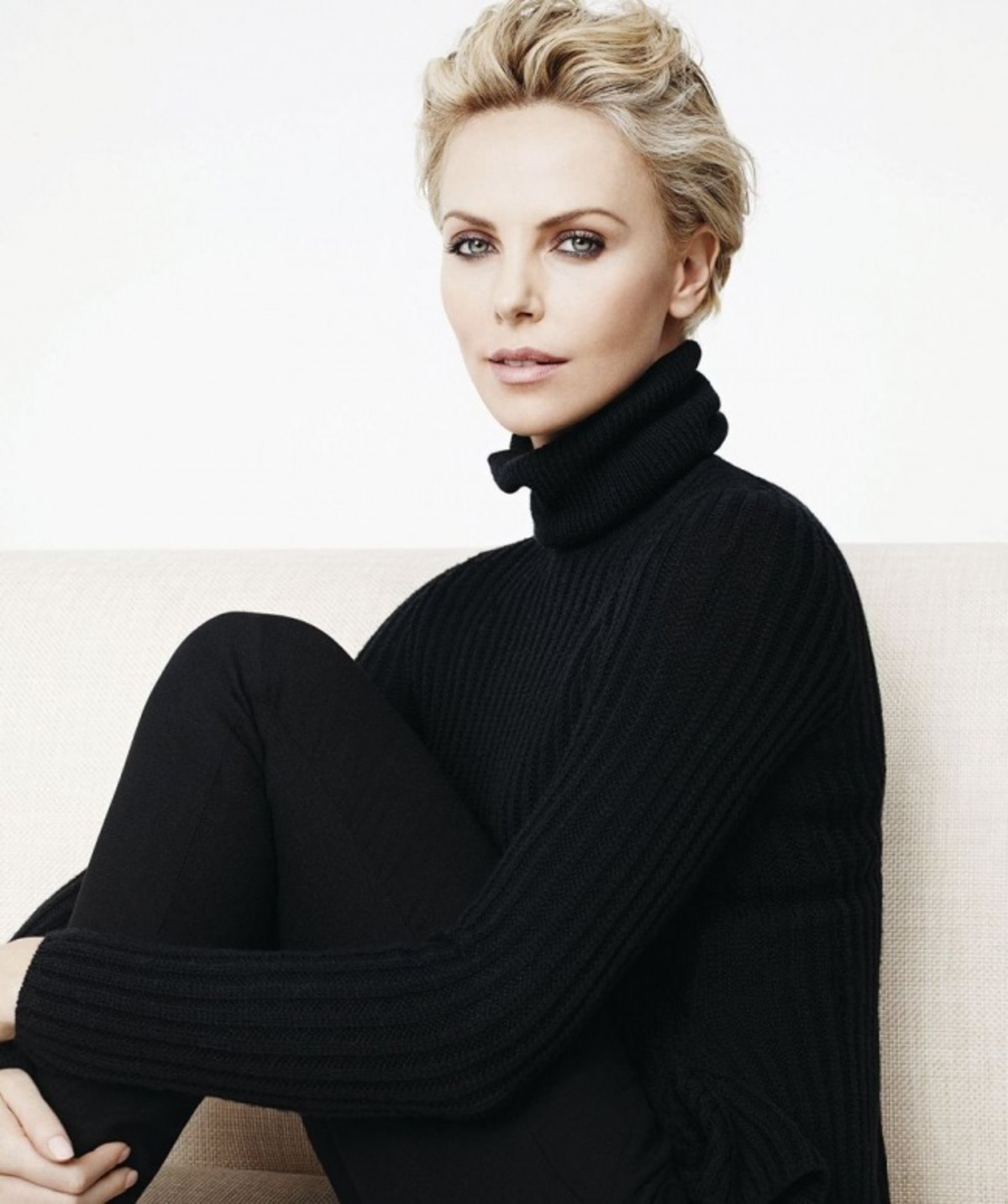 6692810-1468310898_charlize-theron-for-the-brand-dior-4-1473685444-650-170254ec98-1474037781
