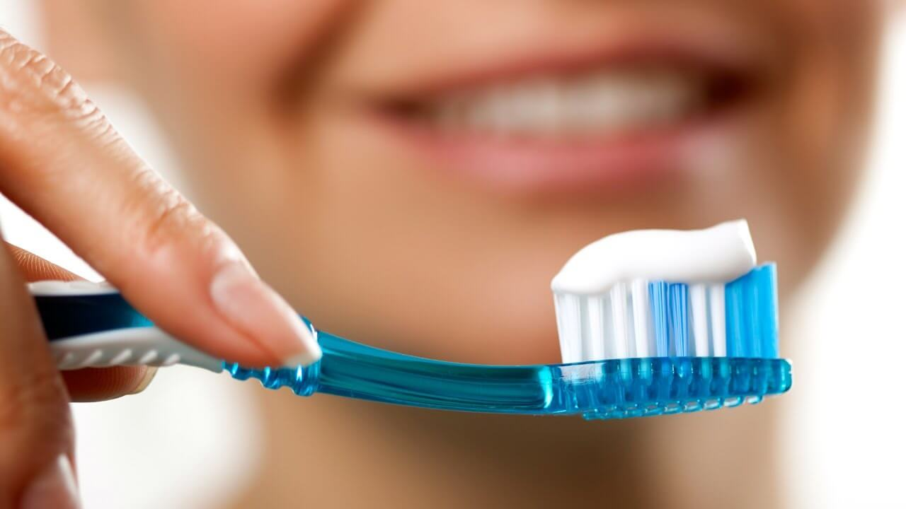 Brushing-clean-Teeth