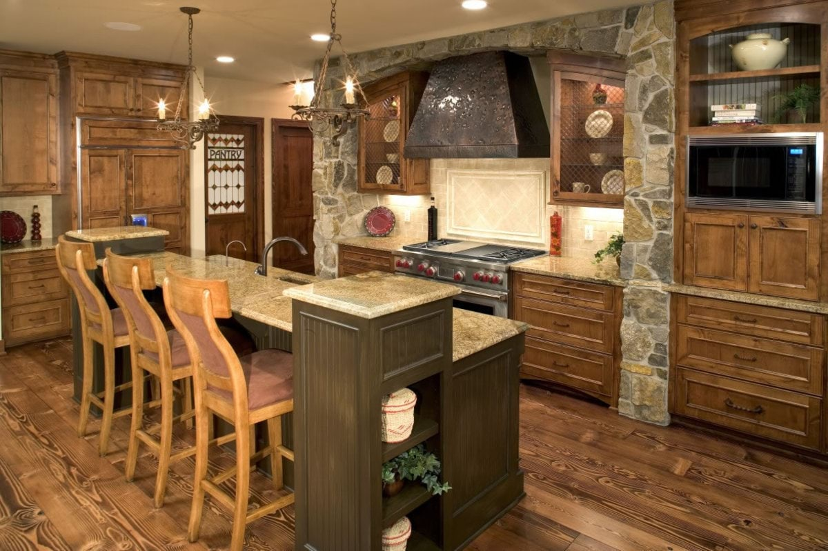 Rustic-kitchen-with-bar-island