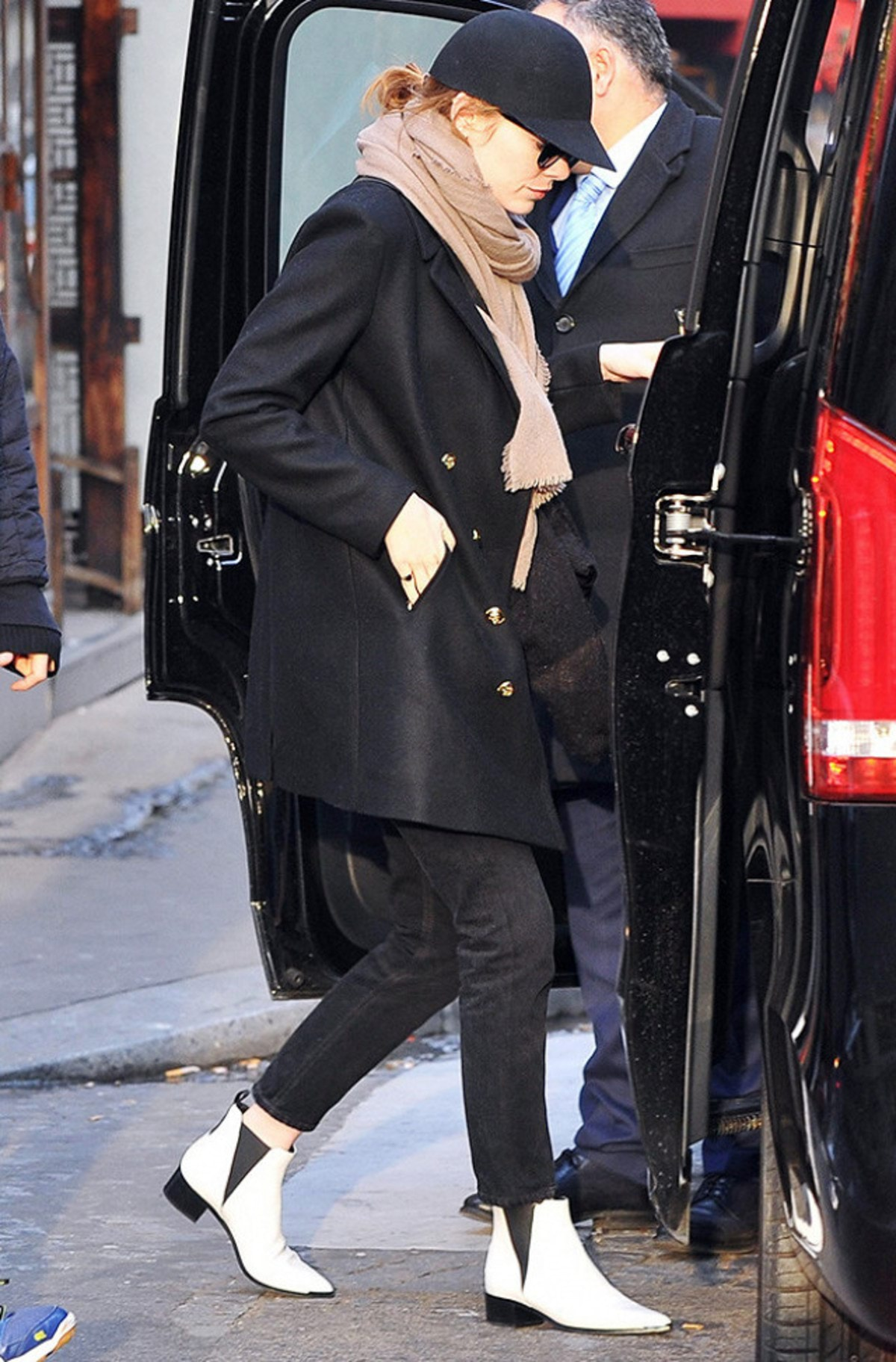 emma-stone-ditched-black-ankle-boots-for-this-fashion-girl-trend-2085957.640x0c