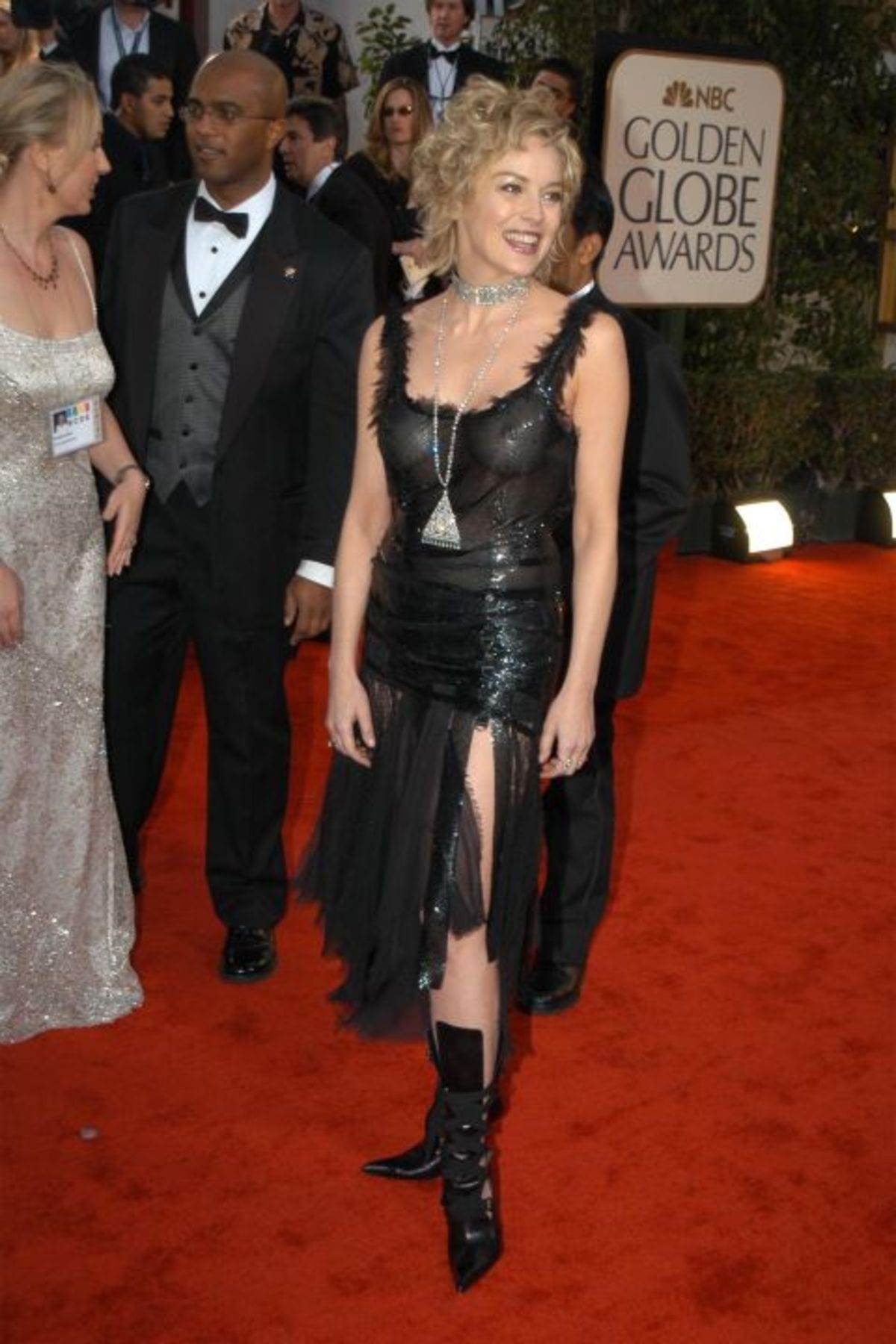 hbz-worst-gg-dresses-2003-gettyimages-109936900