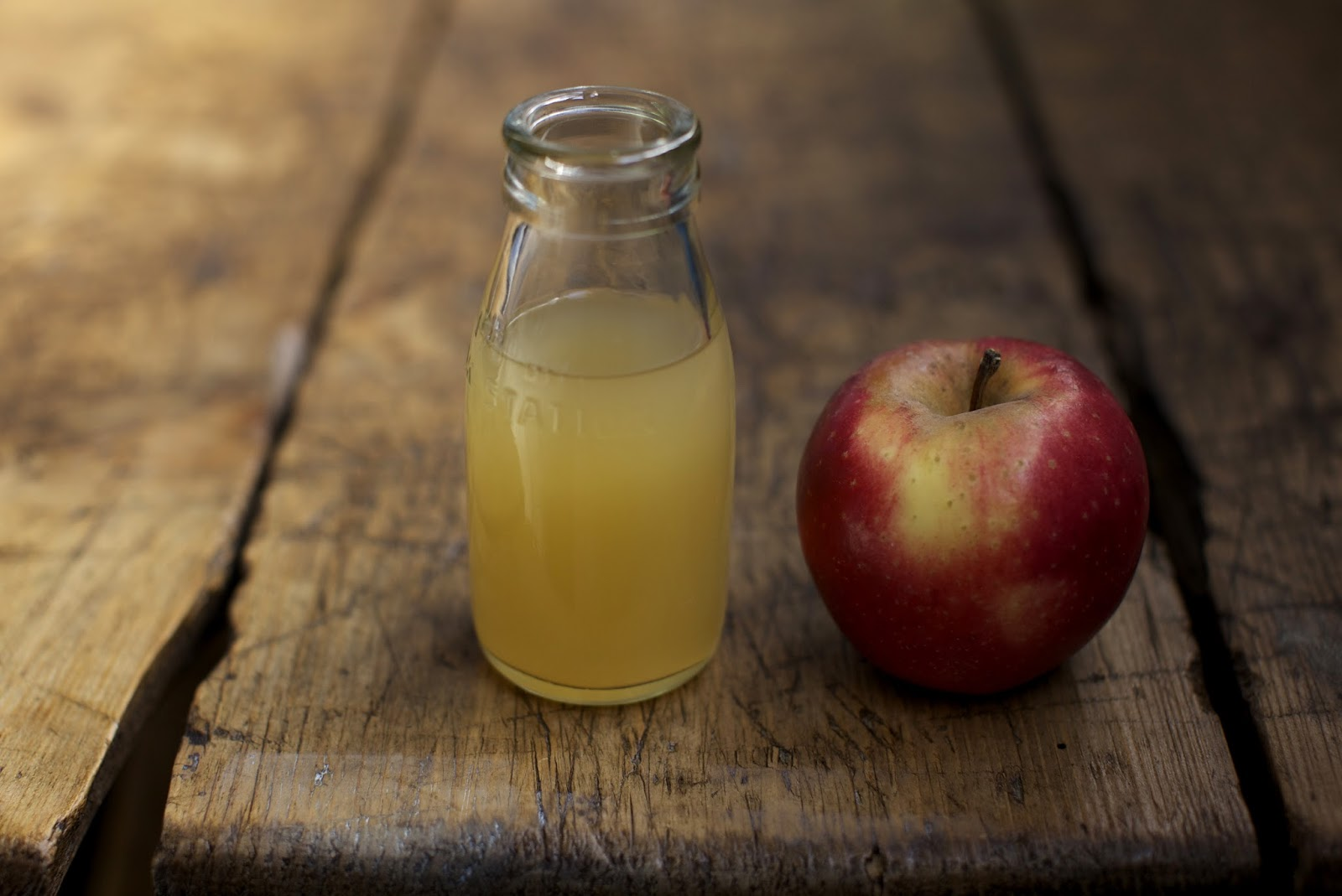 how-to-use-apple-cider-vinegar-to-treat-acne-and-cleanse-your-skin