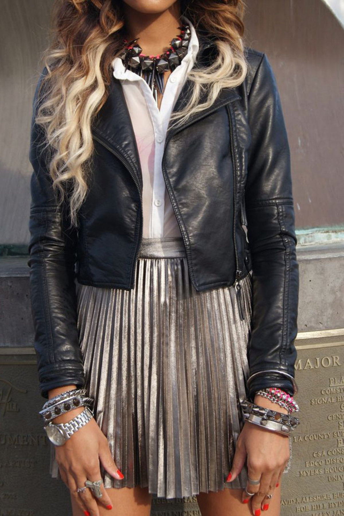 large_how-to-wear-metallic-clothes-fustany11