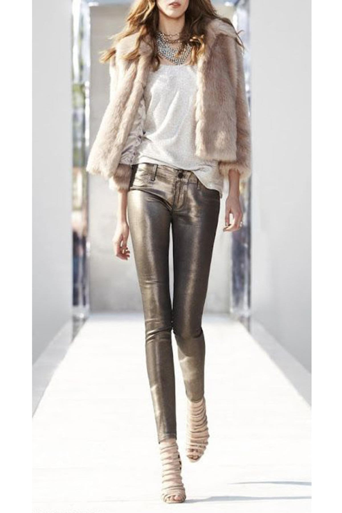 large_how-to-wear-metallic-clothes-fustany17
