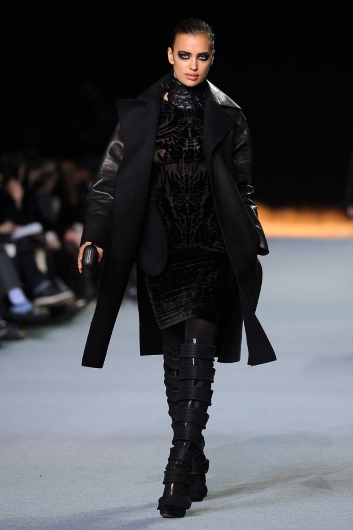 normal_Review-Pictures-Kanye-West-Autumn-Winter-2012-Paris-Fashion-Week-Runway-Show