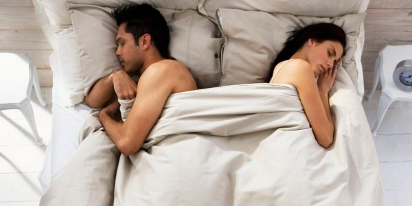 o-COUPLE-BED-SLEEPING-facebook (1)