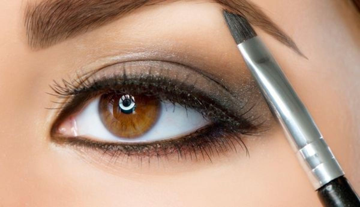 simple-makeup-hacks-that-will-instantly-highlight-your-eyes-2