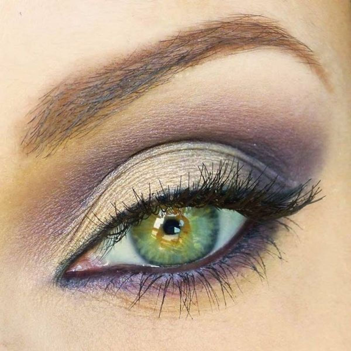 simple-makeup-hacks-that-will-instantly-highlight-your-eyes-5