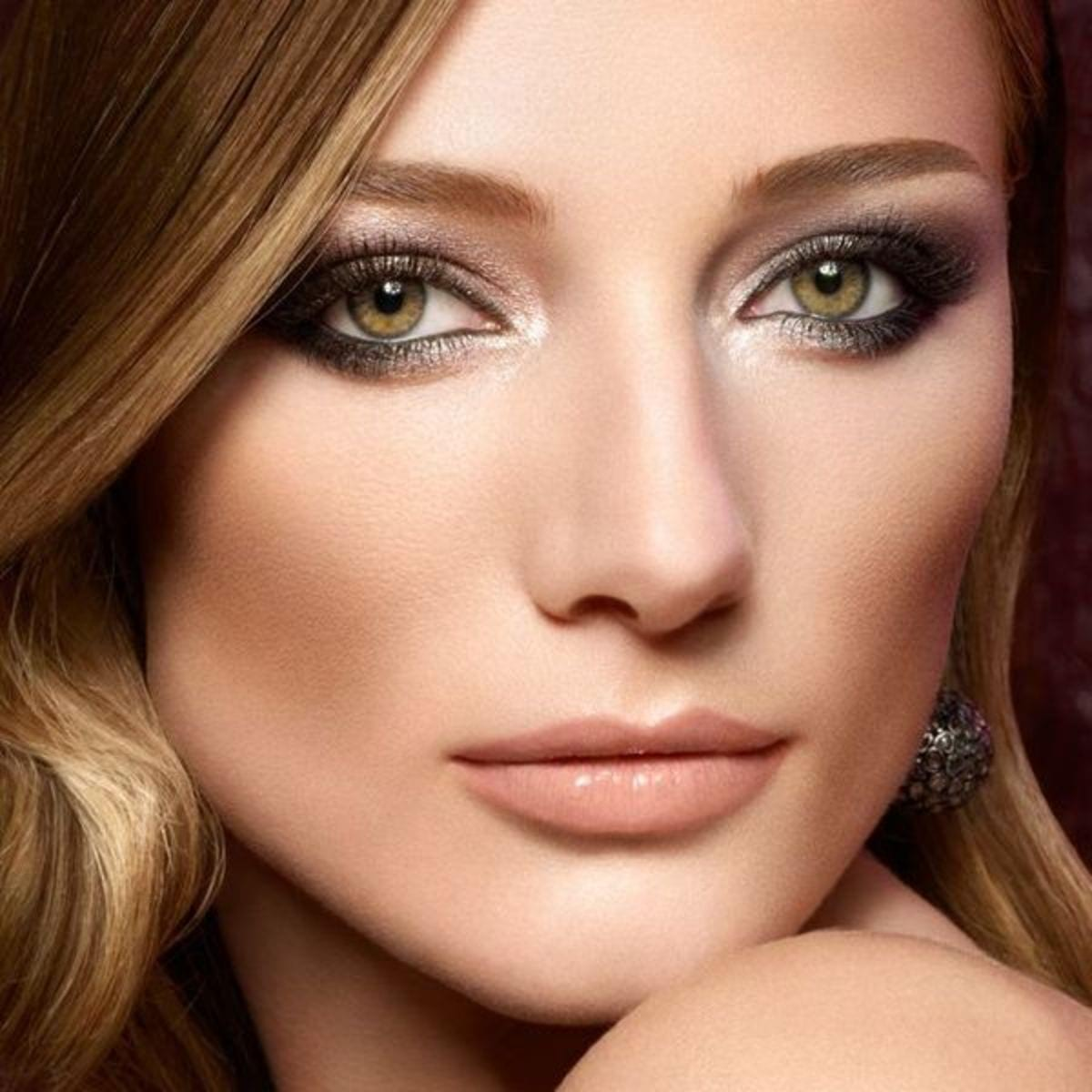 simple-makeup-hacks-that-will-instantly-highlight-your-eyes-8