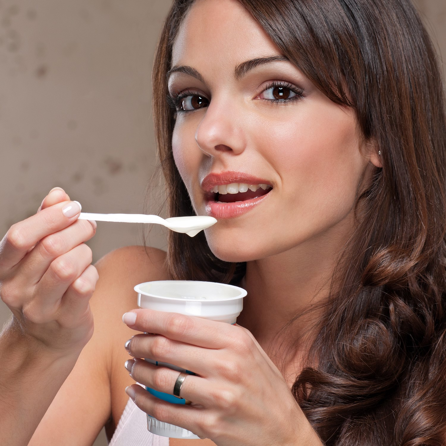 woman-eating-yogurt
