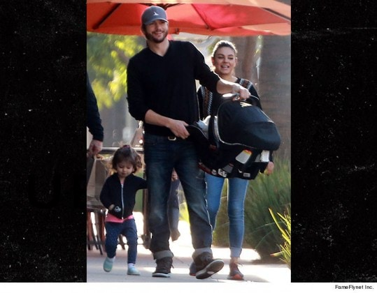 0108-ashton-kutcher-mila-kunis-cute-family-fameflynet-4