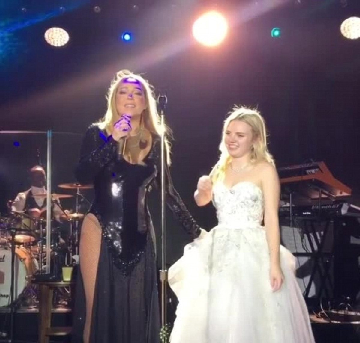 3C2B22FA00000578-4124122-Sir_Elton_John_and_Mariah_Carey_pictured_were_paid_millions_to_s-a-35_1484563637533