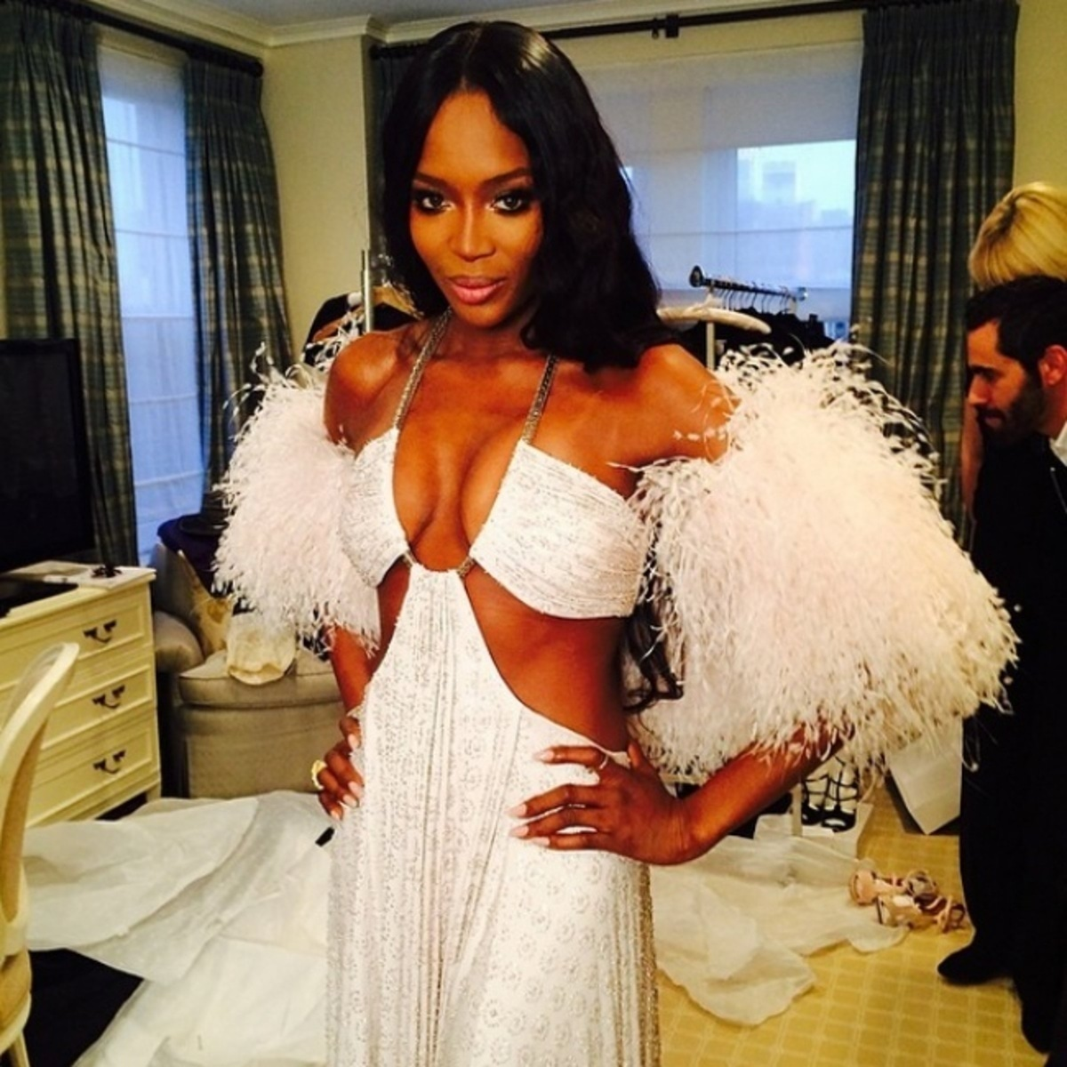 8470660-holding-naomi-campbell-instagram_141021262941-1-1483703164-650-5ba043a0d0-1483815344