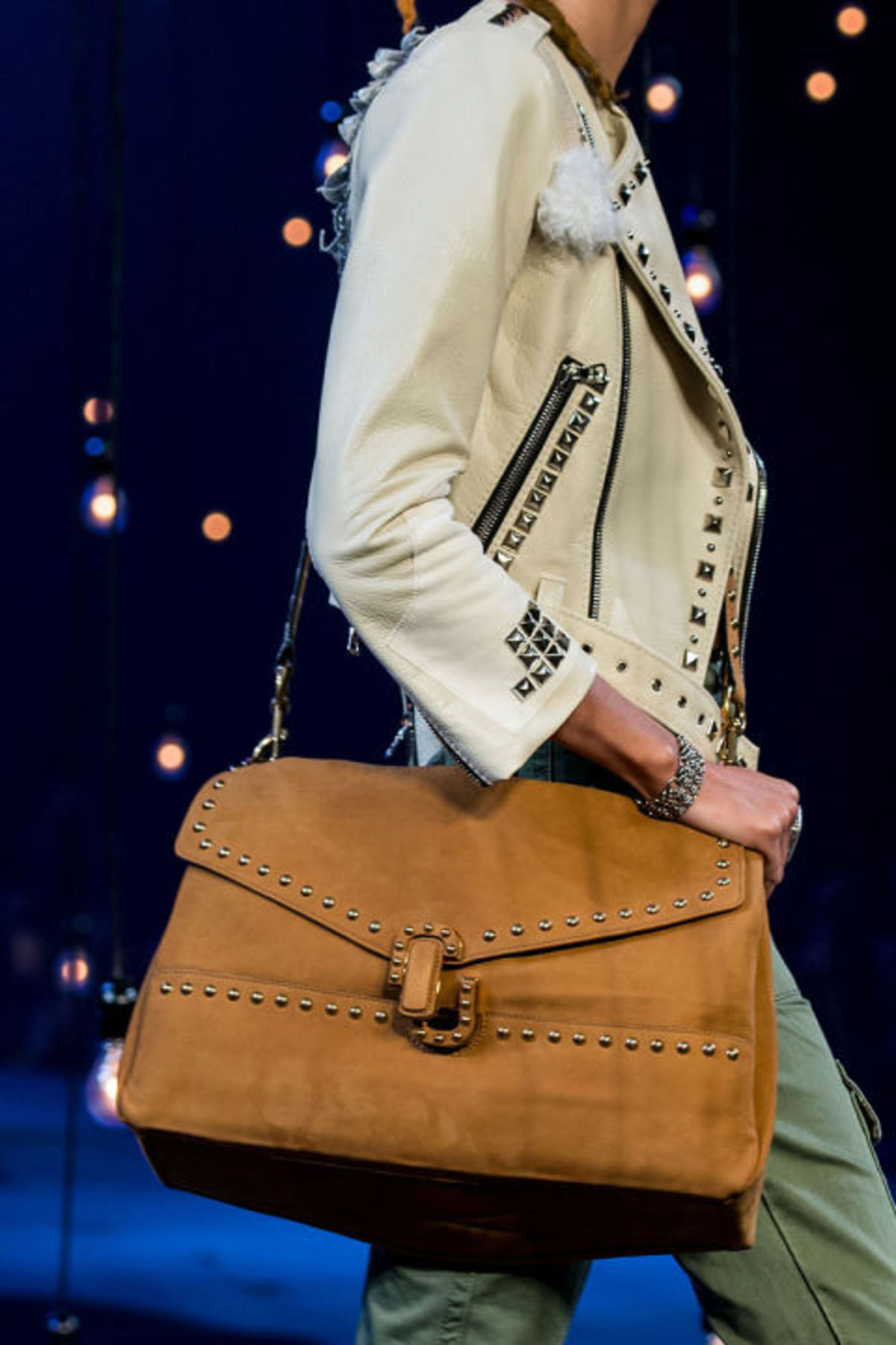 hbz-trends-2017-accessories-bags-oversize-jacobs-clp-rs17-7531